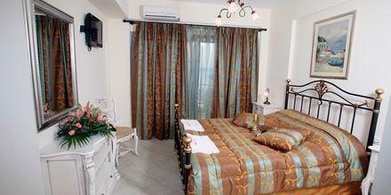Kahden hengen huone. Hotelli Acrothea, Parga, Kreikka.