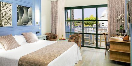 Kahden hengen huone. Hotelli Adrian Colon Guahani, Playa de las Americas, Teneriffa.
