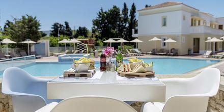 Allasbaari. Hotelli Aegean Houses. Lambi, Kos, Kreeta.