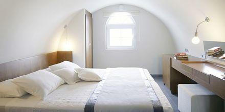 Suurehko superior -huone, hotelli Afrodite. Kamari, Santorini, Kreikka.