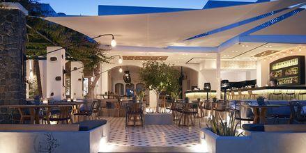 Ilta, hotelli Afrodite. Kamari, Santorini.