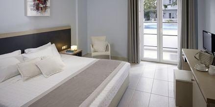Superior -huone, hotelli Afrodite. Kamari, Santorini.