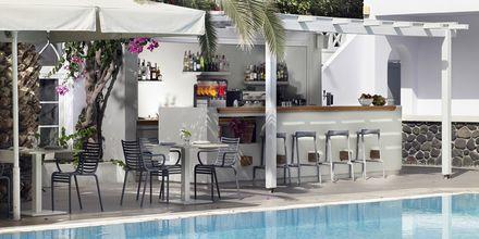 Allasbaari, hotelli Afrodite. Kamari, Santorini, Kreikka.