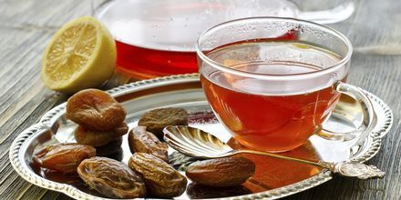 Ajman - Pieni tee ja taateleita