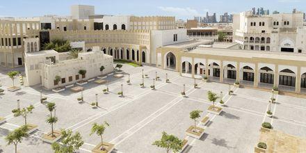 Hotellin ulkopuolella oleva tori. Hotelli Al Najada by Tivoli, Doha.