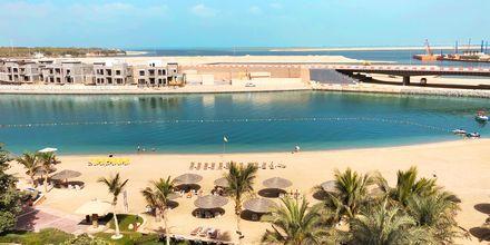 Ranta ja näkymä. Hotelli Al Raha Beach, Abu Dhabi.