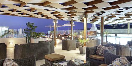 Baari kattoterassilla Almyrida Residencessä, Hotelli Almyrida Resort, Kreeta.