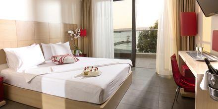 Kahden huoneen sviitti. Hotelli Almyrida Residence, Kreeta.