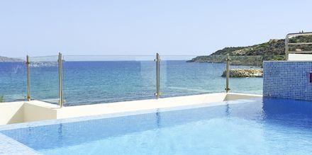 Kattoterassi Almyrida Residencessä, Hotelli Almyrida Resort, Kreeta.