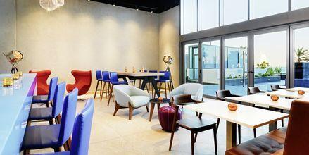 Baari W XYZ (SM) hotellilla Aloft Palm Jumeirah. Dubai, Arabiemiraatit.