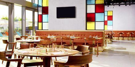East & Seaboard Eatery & Lounge hotellilla Aloft Palm Jumeirah. Dubai, Arabiemiraatit.