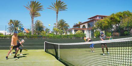 Tennistä. Hotelli Suite Hotel Atlantis Fuerteventura Resort.