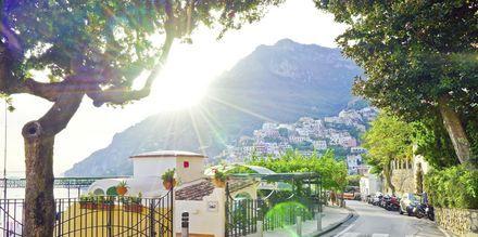 Positanon kaupunki Amalfin rannikolla, Italiassa.