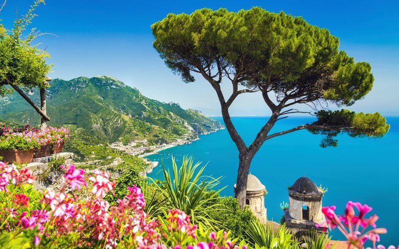 Kaunis Amalfin rannikko Italiassa.