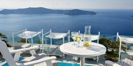 Näkymä superior-huoneen parvekkeelta. Hotelli Andromeda Villas, Caldera, Santorini, Kreikka.