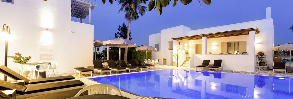Allasalue hotellissa Anemomylos Residence. Paros, Kreikka.