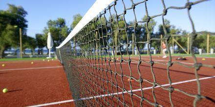 Tennis. Anemos Luxury Grand Resort, Georgiopolis, Kreeta.