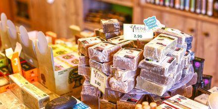 Oliiviöljysaippua ja muut paikalliset tuotteet ovat hyviä kotiinviemisiä.
