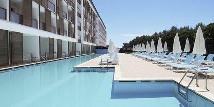 Jaettu allas, hotelli Gold Island. Alanya, Turkki.