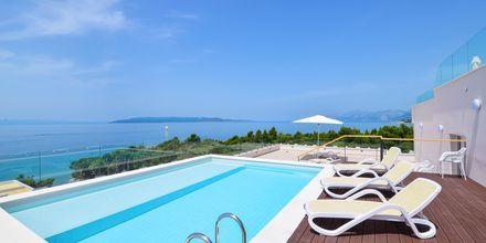 Kaksio jaetulla altaalla, hotelli Apollo Mondo Family Romana, Kroatia.