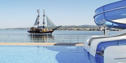Vesiliukumäkiä, hotelli Gold Island. Alanya, Turkki.