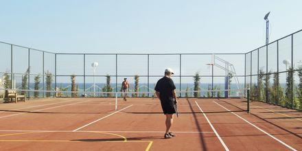 Tennis, hotelli Gold Island. Alanya, Turkki.