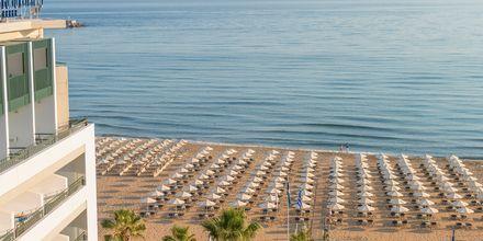 Hotellin läheinen ranta. Hotelli Aquila Porto Rethymno, Kreeta, Kreikka.