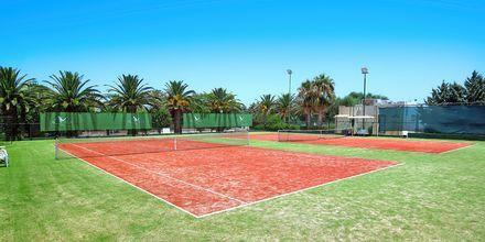 Tenniskenttä, Hotelli Aquila Rithymna Beach, Kreeta, Kreikka.