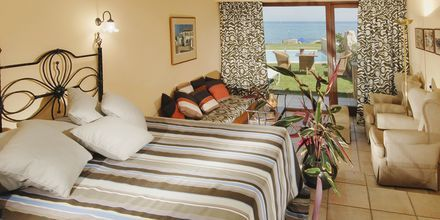 Bungalow Seafront, Hotelli Aquila Rithymna Beach, Kreeta, Kreikka.