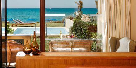 Allas bungalow omalla altaalla, Hotelli Aquila Rithymna Beach, Kreeta, Kreikka.