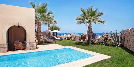 Kahden hengen huone bungalowissa, Hotelli Aquila Rithymna Beach, Kreeta, Kreikka.