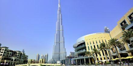 Burj Khalifa, maailman korkein rakennus, joka sijaitsee DUbai Downtownissa noin 20 km päässä.