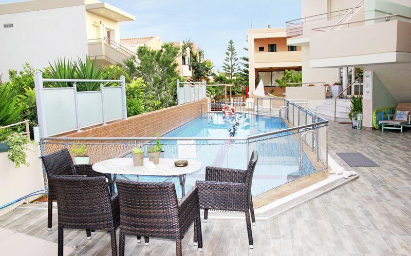 Allasalue, hotelli Archipelagos. Platanias, Kreeta, Kreikka.