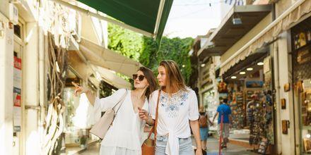 Ateena sopii hyvin shoppailun ystäville!
