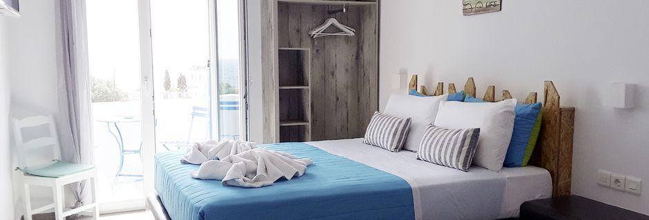 Kahden hengen huone. Hotelli Azalea, Kamari, Santorini, Kreikka.