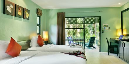 Kahden hengen huone. Hotelli Baan Khaolak Beach Resort, Thaimaa.