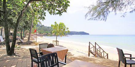 Läheinen ranta. Hotelli Baan Khaolak Beach Resort, Thaimaa.