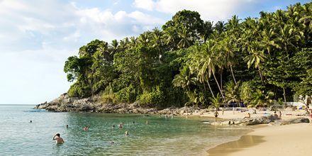 Surin Beach sijaitsee Bangtaon eteläpuolella.