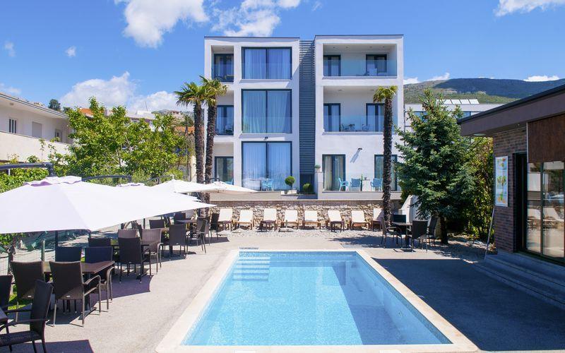 Allas. Hotelli BB, Podstrana, Kroatia.