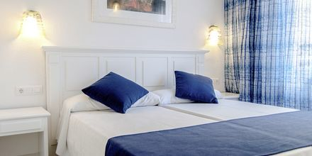 Kahden hengen huone. Hotelli BQ Alcudia Sunvillage, Mallorca, Espanja.