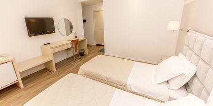 Kahden hengen huone, hotelli Brilant. Saranda, Albania.