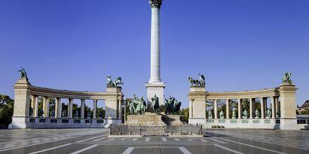 Sankarien aukio, tai Hõsök tere kuten sitä unkariksi kutsutaan, on tunnettu aukio Budapestissä.