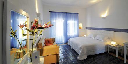 Kahden hengen huone. Hotelli Caldera's Lilium, Santorini, Kreikka.
