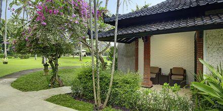Kahden hengen huone bungalowissa, Hotelli Candi Beach Resort & SPA, Bali.