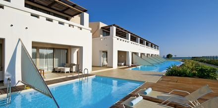 Kahden hengen huone jaetulla uima-altaalla, Hotelli Cavo Spada Deluxe & Spa, Kreeta, Kreikka.