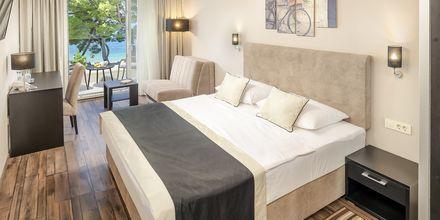 Kahden hengen huone. Hotelli Central Beach 9, Makarska, Kroatia.