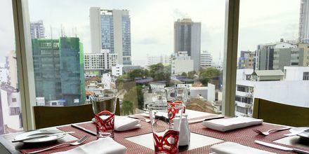 Ravintola. Hotelli Cinnamon Red, Colombo, Sri Lanka.