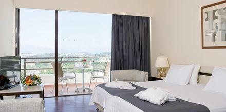 Superior-huone, Hotelli Corfu Holiday Palace Kanoni, Korfu.