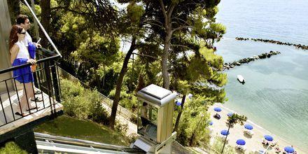 Hissi alas rannalle, Hotelli Corfu Holiday Palace Kanoni, Korfu.