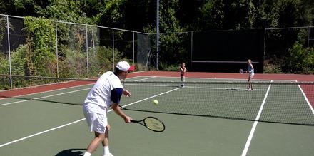 Tennistä, Hotelli Corfu Holiday Palace Kanoni, Korfu.